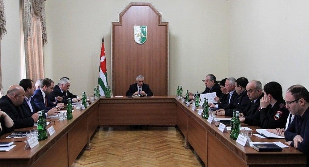 7 марта Президент Республики Абхазия Рауль Хаджимба провел совещание по вопросам выдачи общегражданских паспортов гражданина Республики Абхазия и вида на жительство