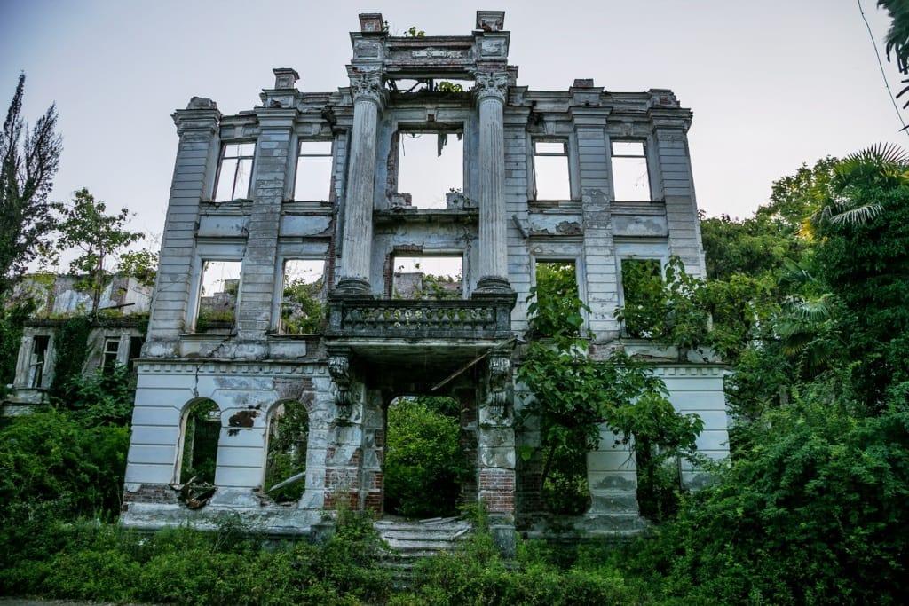 руины санатория смецкого в абхазии