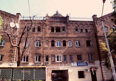 сухумский лаферм здание принадлежащее табочной фабрике в сухуме